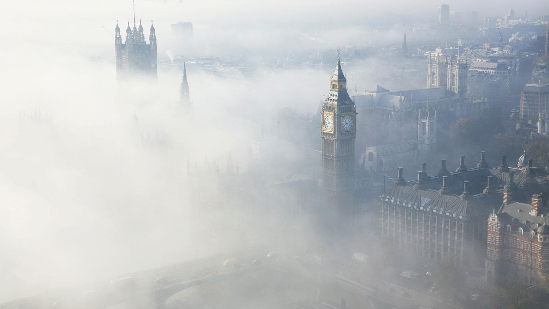 Widok na Londyn we mgle