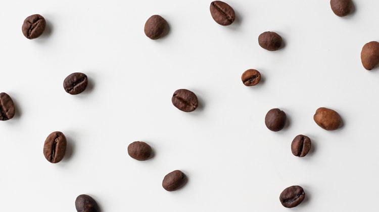 Rozsypane ziarna kawy